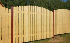 Деревянный-забор-своими-руками-810x504