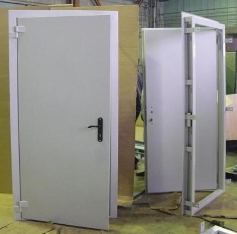 Стальная дверь для дачи. Стальная дверь для постройки, гаража