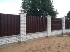 Забор из металлического штакетника в Симферополе, Крыму