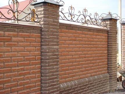 Забор из кирпича в Симферополе