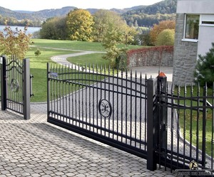 Решетчатые кованые ворота