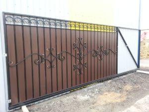 Ворота с заполнением из кованых элеметов